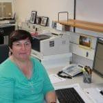 Zu sehen ist Brigitte Grunwald von der Stadtbibliothek Deggendorf.