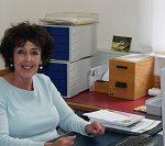 Zu sehen ist Elfriede Bauer von der Stadtbibliothek Deggendorf.