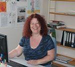 Zu sehen ist Sabine Winter-Hopf von der Stadtbibliothek Deggendorf.