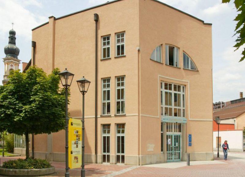 Außenansicht der Stadtbibliothek Deggendorf