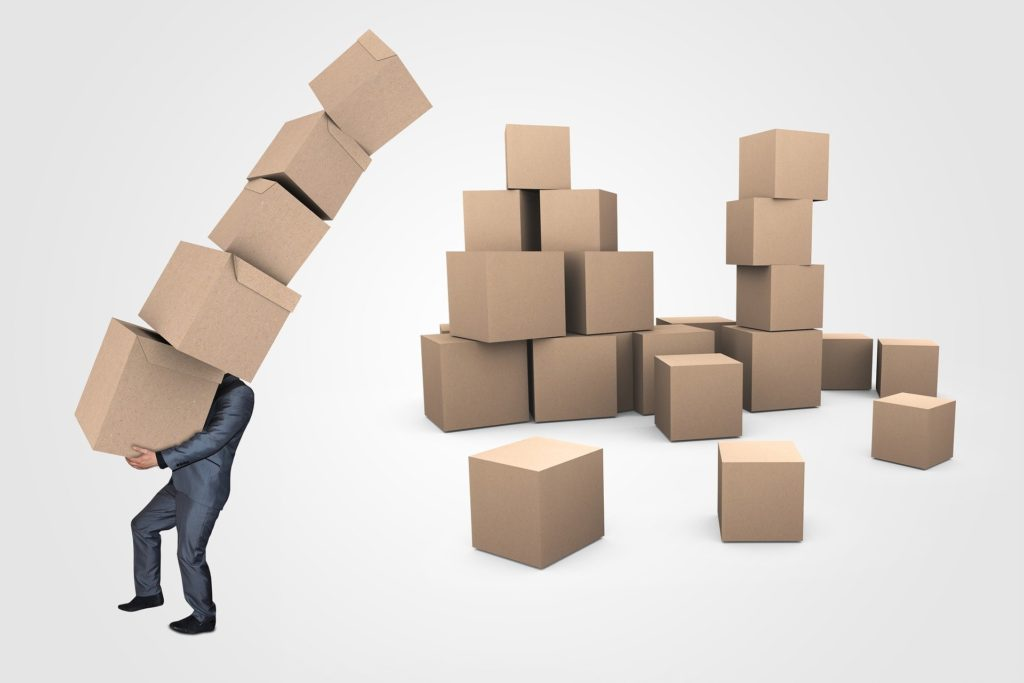 Person liefert Pakete